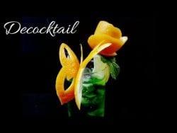 decoración para cócteles con naranja, mariposa con flor